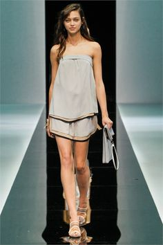 #moda Photos and comments to learn about the collection, the outfits and accessories for Emporio Armani Spring Summer 2013
