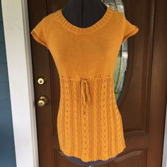 "CHARLOTTE RUSSE Sweater Top CHARLOTTE RUSSE Sweater Top.   Scoop neck.  Short sleeves.  Empire waist.  Gold cotton fiber knit.   Length 26"" (shoulder to hem).  Great condition. Charlotte Russe Sweaters Crew & Scoop Necks"