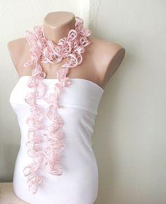 Pretty Pink crochet scarf.. http://www.imagen-vipp.com/... .un detalle chic...