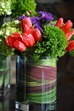 tischdeko mit roten tulpen blumen arrangieren