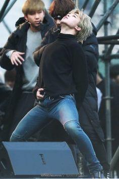 22 фотографии Чимина в джинсах, которые заставят вас забыть обо всем | YESASIA