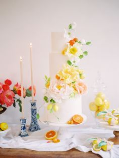Allow This Modern Ombré Citrus Wedding Inspiration to Instantly Brighten Your Day! Allow This Modern Ombré Citrus Wedding Inspiration to Instantly Brighten Your Day! Summer Wedding Cakes, Black Wedding Cakes, Elegant Wedding Cakes, Elegant Cakes, Wedding Cake Designs, Wedding Desserts, Orange Wedding, Cake Wedding, Gold Wedding