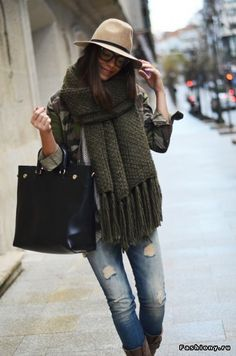 love the scarf, autumn look, fashion, street style Fall Winter Outfits, Autumn Winter Fashion, Winter Dresses, Mode Style, Style Me, Simple Style, Look Fashion, Womens Fashion, Net Fashion