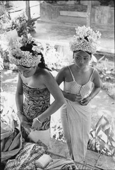 Henri Cartier-Bresson :: Preparations for the Baris Dance, Ubud, Bali, Indonesia, 1949