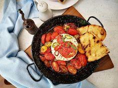 Telemea la cuptor in stil grecesc - Bucataresele Vesele Ratatouille, Paella, Ethnic Recipes, Food, Greece, Meal, Eten, Meals