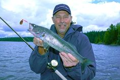 Learn why the bottom bouncer and spinner rig are such an effective tactic to catch summer walleye in Ontario's Algoma Country from Fishing 411 host Mark Romanack. Pike Fishing, Walleye Fishing, Carp Fishing, Best Fishing, Saltwater Fishing, Kayak Fishing, Fishing Tips, Fishing Knots, Walleye Jigs
