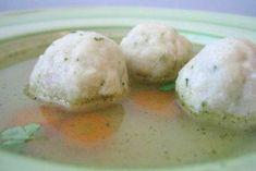 Dieses Rezept ist ähnlich wie Semmelknödel. Jedoch werden Bröselknödel als Suppeneinlage verwendet. Tortellini, Soup Crocks, Dumplings, Soup Recipes, Crockpot, Flora, Rolls, Food And Drink, Eggs
