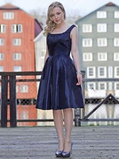 A-line Straps Taffeta Knee-length Royalblue Ruched Cocktail Dress