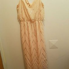 Dress and it's so ready to be shown off Fresh and fun but with a twist of elegance As U Wish Dresses Maxi