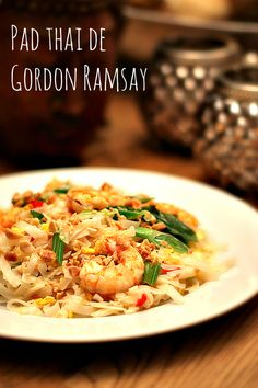 Pad thai de Gordon Ramsay Healthy Cooking, Cooking Recipes, Healthy Recipes, Cooking Time, Pad Thai Receta, Chef Gordon Ramsey, Fusion Food, Exotic Food, Serious Eats