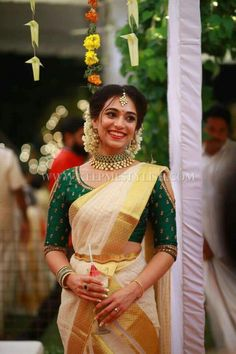 Looking for Kerala saree (kasavu saree) blouse designs? Here are gorgeous models/ideas for you choose the right one to look stunning. Sari Blouse, Kerala Saree Blouse Designs, Blouse Designs Silk, Bridal Blouse Designs, Blouse Patterns, South Indian Blouse Designs, Onam Saree, Kasavu Saree, Kerla Saree