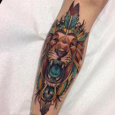 Bein Löwen Pfeil Tattoo von Blessed Tattoo