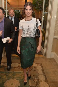 Great wok outfit idea: graphic T & fancy pencil skirt. sandra-bullock-burberry-prorsum-BAFTA-tea-party-t-shirt-skirt
