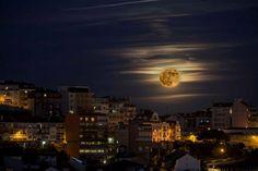 A superlua sobre Lisboa foto Jorge AmaralGlobal Imagens