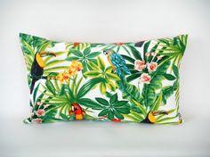 Housse de coussin - 50x30cm - tissu exotique imprimé perroquets - verso uni corail