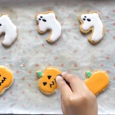 Spooky Halloween Cakes, Easy Halloween Food, Halloween Dinner, Halloween Cookies, Harry Potter Christmas Decorations, Recetas Halloween, Happy Birthday Wishes Cake, Juicy Baked Chicken, Christmas Cookies Gift