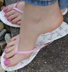 I love feet Foot Pics, Foot Pictures, Cute Toes, Pretty Toes, Feet Soles, Women's Feet, Hot Pink Toes, Pink Toe Nails, Duck Feet Nails