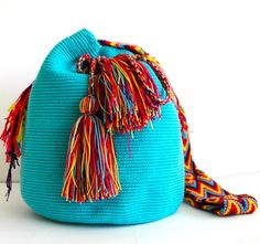@ipuanabarcelona Color Turquesa, Tapestry Crochet, Handmade Bags, Bucket Bag, Diy And Crafts, Barcelona, Knitting, Dogs, Fashion