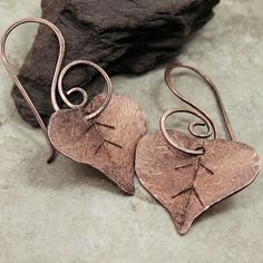 Not a tutorial, just an idea to keep in mind.....great earwires on these earrings.