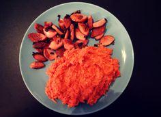 Angebratener Cervelat mit Tomaten-Blumenkohl-Risotto low carb