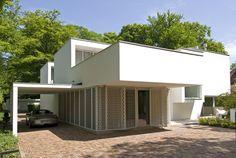 Villa in Bilthoven 3 Irregular White Residential Box: Modern Villa Bilthoven in the Netherlands