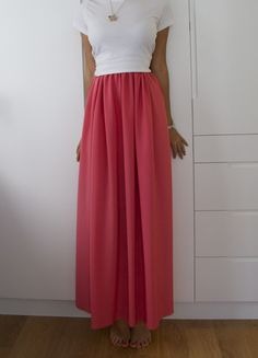 tutorial for silk maxi skirt DIY Weekly – Jil Sander Inspired Bright Pink Maxi Skirt « a pair & a spare Diy Maxi Skirt, Maxi Skirt Tutorial, Maxi Skirts, Jil Sander, Do It Yourself Fashion, Pink Maxi, Diy Clothes, Making Clothes, Bright Pink