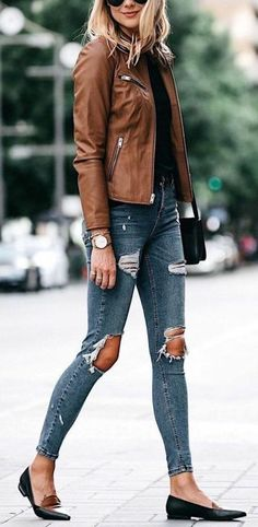 Fall outfits for women that are casual, comfy and still trendy. Celebrate the season with these perfect fall outfits and how to get the looks. Jean Jacket Outfits, Leather Jacket Outfits, Jacket Style, Leather Jackets, Fashion Casual, Casual Outfits, Fashion Trends, Classic Fashion Outfits, Fashion Top