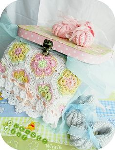 Baby blanket African Flowers and Baby shoes : http://ackimbogulp.over-blog.com/article-infidelite-55392218.html