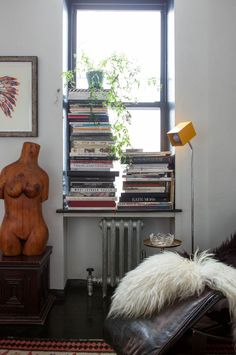 I must say I'm a bit jealous of Kelly Framel and her boyfriend. This cozy railroad home in Chelsea isn't her main living space but her pied-à-terre. It was a scary move for Kelly to sell her duplex in