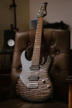 ***OPEN TO TRADES AND OFFERS - let's make a deal!***Up for sale is a Suhr Modern Custom 7 String. As most know, Suhr builds some of the best guitars around, and this is a perfect example of exactly that. Specs spare no expense, including:- Mega figured 1-piece quilted maple top on a basswood body...