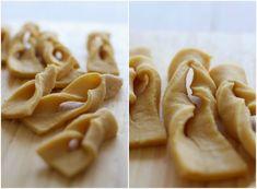 Calzones Rotos (al horno) - El Sabor de lo Bueno Chilean Recipes, Cupcakes, Bread, Vegetables, Cooking, Chi Chi, Food, Easy Food Recipes, Breakfast