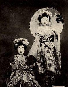 Japanese Geisha, Japanese Beauty, Japanese Kimono, Japanese Girl, Vintage Japanese, Japanese History, Japanese Culture, Vintage Photographs, Vintage Photos