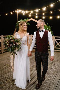Rustic Wedding, Lace Wedding, Wedding Flowers, Wedding Dresses, Wedding Couples, Weddingideas, Bride Groom, Rustic Decor, Wedding Inspiration