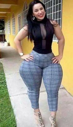 Thick Girls Outfits, Curvy Girl Outfits, Gorgeous Women, Amazing Women, Thick Girl Fashion, Curvy Models, Sexy Dresses, Sexy Women, Instagram