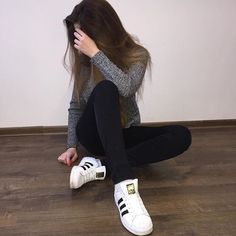 new shoes 👟 tagged mains 🔐 me famous Girl Photo Shoots, Girl Photo Poses, Girl Photography Poses, Girl Photos, Cute Girl Pic, Stylish Girl Pic, Casual Outfits, Cute Outfits, Fashion Outfits