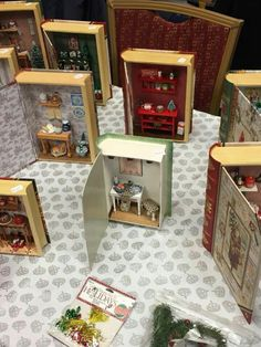 Make mini books pendants of your favorite story with your favorite scene from it inside .no, diy, dollhouse, design Vitrine Miniature, Miniature Rooms, Miniature Crafts, Miniature Houses, Miniature Furniture, Dollhouse Furniture, Miniature Christmas, Matchbox Crafts, Matchbox Art