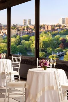 A landmark restaurant that's hosted the likes of Elizabeth Taylor and Winston Churchill, The Café is a true dining destination. Its prime rooftop position affords beautiful views of the city, and its fare – a delicious mix of American and Indian cuisines – is available for breakfast, lunch, dinner and brunch. Taj Boston (Boston, Massachusetts) - Jetsetter