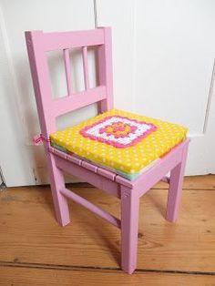 Hallo Ihr Lieben, heute gibt es hier die Anleitung von dem Sitzkissen Ich habe mir als Füllung einen Schaumstoff in die passende G...