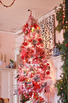 Aunt Peaches: Christmas Decorations: The Dining Room--Why do I SO love this flamingo tree?!!!  Love it!  Want to do this!!!!!