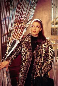 It took 35 years, but Monica Bellucci is still as beautiful as in her youth 90s Fashion, Fashion Models, Hollywood Fashion, Most Beautiful Women, Beautiful People, Monica Belluci, Non Plus Ultra, Italian Actress, Glamour
