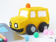 Crochet Toys For Boys Make an amigurumi school bus, freebie pattern, great for a boy as they seem rare: thanks so xox - Crochet the perfect back-to-school gift with this adorable school bus! Crochet Car, Crochet Gratis, Crochet For Boys, Cute Crochet, Crochet Dolls, Crocheted Toys, Crochet Stitches Patterns, Amigurumi Patterns, Amigurumi Doll