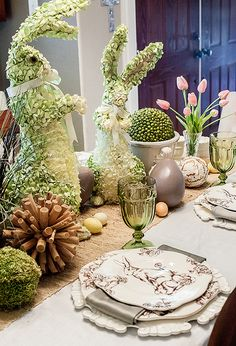 Table de Pâques sous le thème d'Alice au pays des merveilles.  12 Décorations de table pour Pâques à faire soi-même