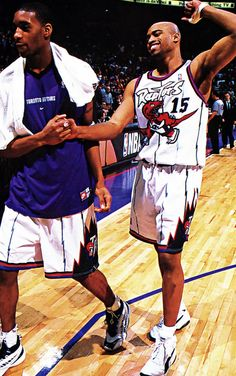 BarDown: Remembering what Tracy McGrady looked like in Raptors purple on his birthday Funny Basketball Memes, Basketball Pictures, Sports Pictures, Sports Images, Basketball Leagues, Basketball Legends, Basketball Players, Basketball Wall, Toronto Raptors
