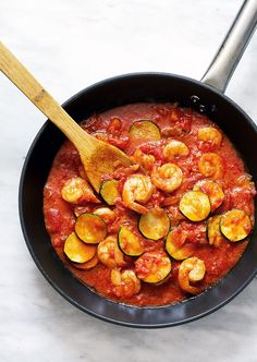Zucchini Shrimp in Tomato Sauce. This zucchini shrimp pasta with a deep thick tomato sauce makes for a filling and comforting dinner without any cream. Quick Family Dinners, Easy Healthy Dinners, Healthy Recipes, Savoury Recipes, Easy Dinners, Quick Meals, Easy Recipes, Shrimp In Tomato Sauce, Tomato Sauce Recipe