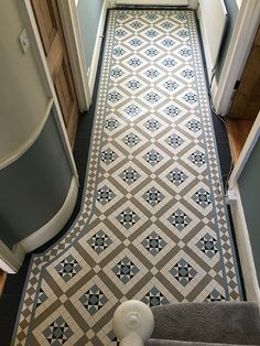 Your hallway should be able to deal with numerous tasks. He too will be no exception, with plenty of choice to showcase your own personal style and cr. - Cozy Victorian Small Hallway Floor Ideas - pinupi love to share Victorian Hallway Tiles, Victorian Mosaic Tile, Tiled Hallway, Edwardian Hallway, 1930s Hallway, Victorian Flooring, Upstairs Hallway, Entry Hallway, Hall Tiles