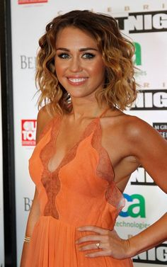 Gorgeous Miley. Girl looks good with a tan!