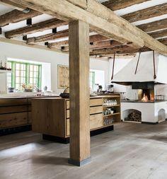 dinesen heartoak plank floor and kitchen | photo pernille kaalund