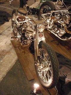 Custom Bobber, Custom Motorcycles, Custom Bikes, Old School Motorcycles, Power Bike, Honda Cub, Bike Wear, Moto Guzzi, Mini Bike