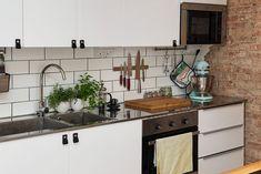 Stram och modern köksinredning med snygga detaljer