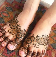 30 Mind Blowing Leg And Foot Mehndi Designs For Brides! Henna Tattoo Designs Simple, Henna Art Designs, Modern Mehndi Designs, Mehndi Designs For Girls, Mehndi Design Photos, Mehndi Designs For Fingers, Beautiful Mehndi Design, Dulhan Mehndi Designs, Mehndi Designs For Hands